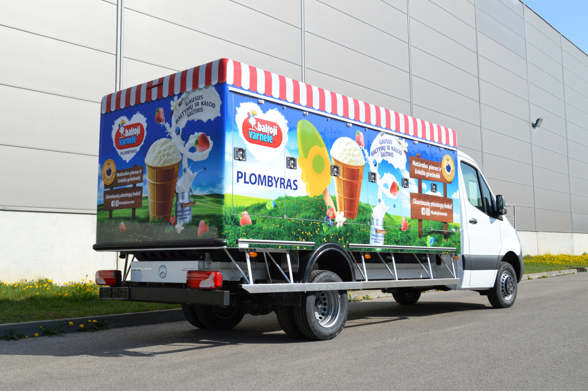 Ice cream truck with eutectic refrigeration